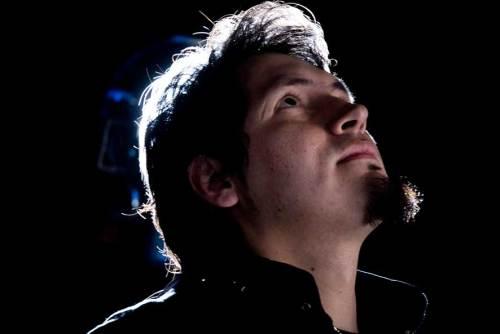 Jorge Navas mira al cielo
